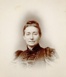 Photograph of Annie Corsina Fox George, date unknown [circa 1890s]